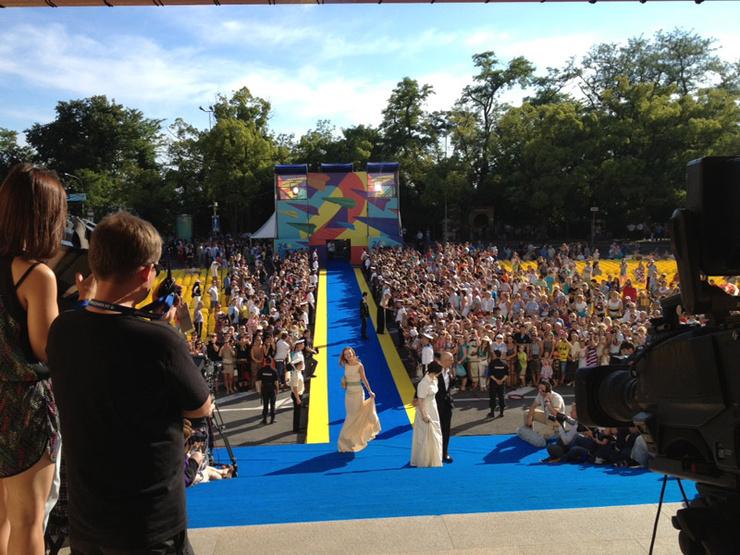 Ковровая дорожка 24-го Открытого российского кинофестиваля «Кинотавр»