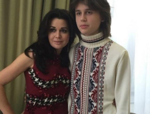 Анастасия Заворотнюк с сыном Майклом