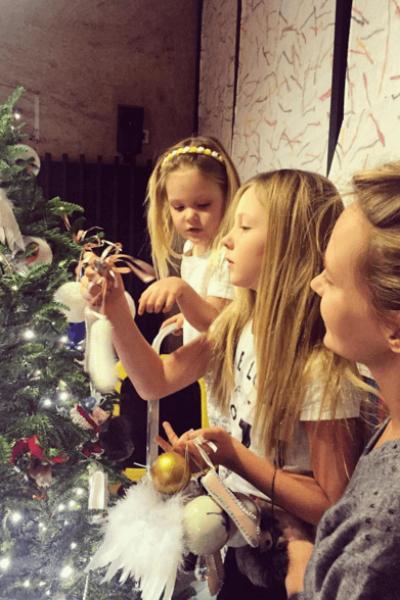 Певица воспитывает двух очаровательных дочерей