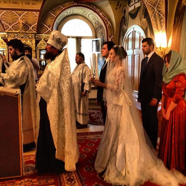Игорь Чапурин ведет с венчания своей клиентки прямой фоторепортаж