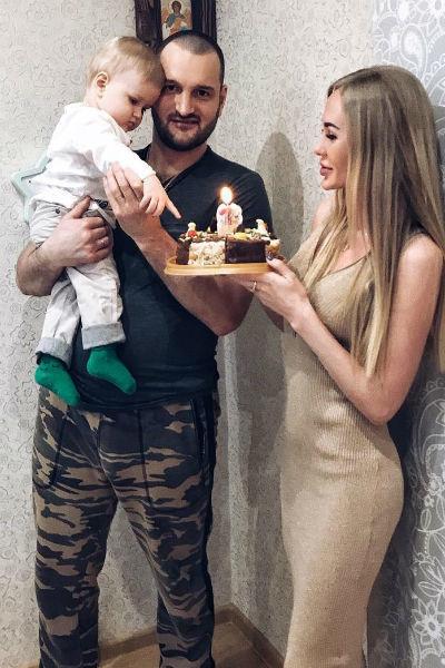 Алексей Самсонов с бывшей женой и ребенком