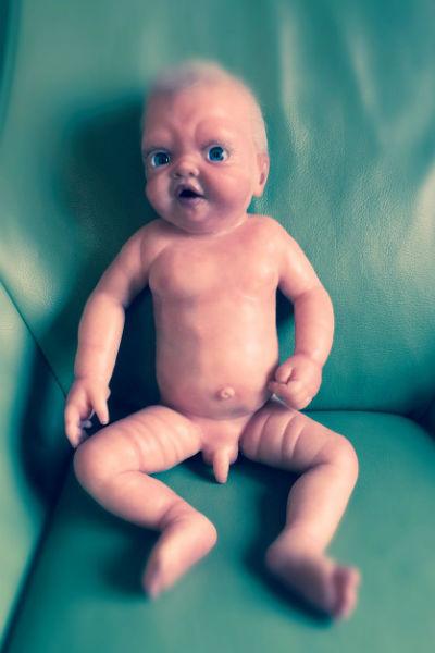 Куклы, созданные артистом, люди приобретают по предзаказу