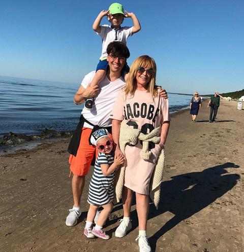 Максим Галкин и Алла Пугачева с детьми Гарри и Лизой