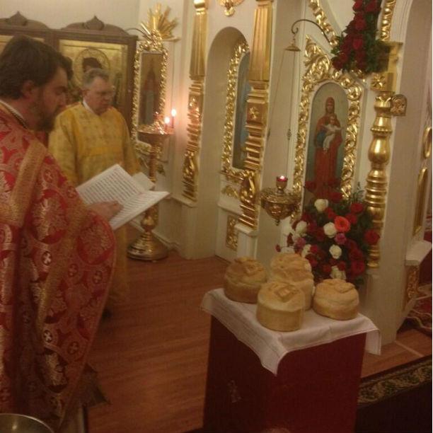 Освещение куличей в храме Всеволожска