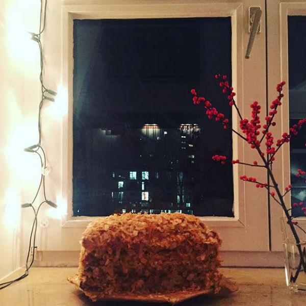 Девушка испекла невероятный торт и объяснила, что сделала это для того, чтобы не дать грустить любимому