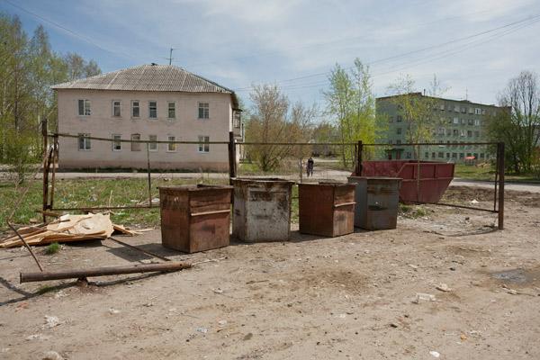 В майские праздники жители вышли на субботники и расчистили город. Но совсем скоро все вернется на круги своя
