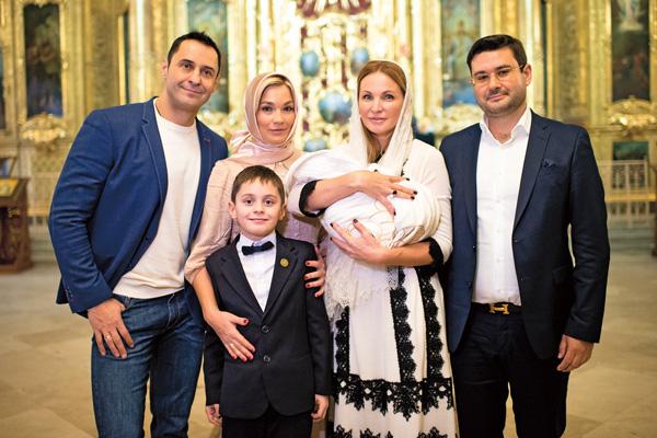 31 января Костюшкины крестили младшего сына в храме священномученика Климента Папы Римского в Москве