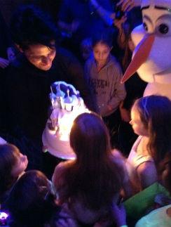 Торт был в форме ледяного дворца