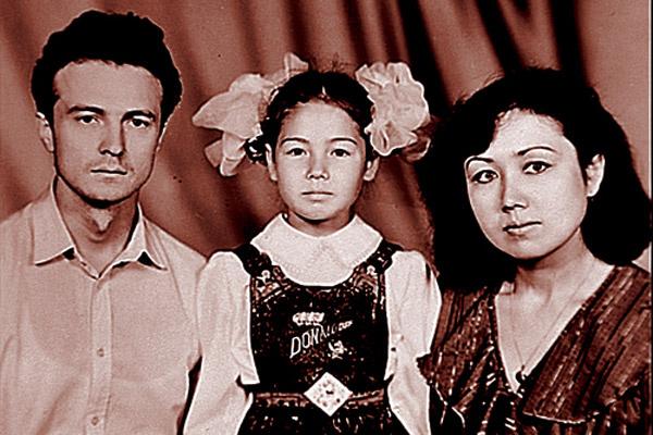 Ляйсан и ее мама тяжело  переживали уход Альберта Утяшева   из семьи в 90-е
