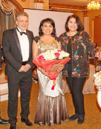 Клара Кузденбаева с мужем и подругой Рози