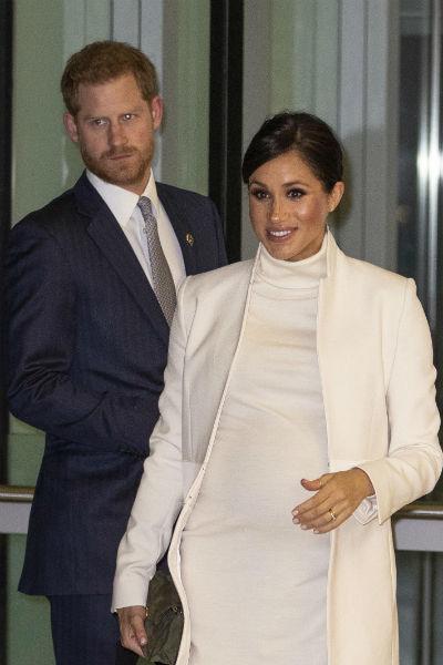 Герцогиня в платье Calvin Klein