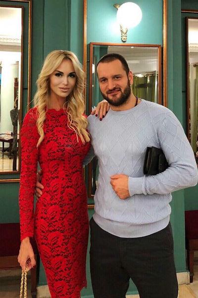 Мария и Алексей выглядят невероятно счастливым рядом друг с другом