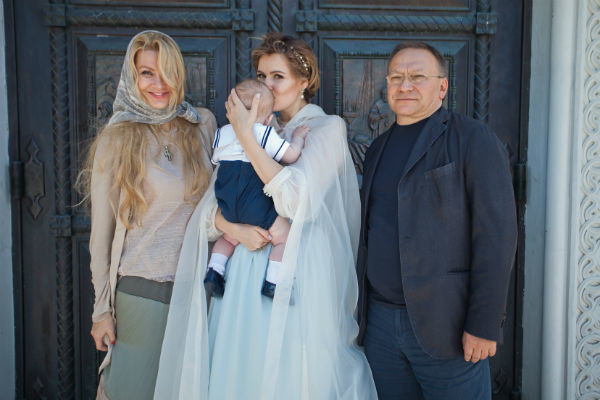 Мария призналась, что для всей ее семьи этот день стал по-настоящему особенным (на фото актриса в платье салона Edem Couture)