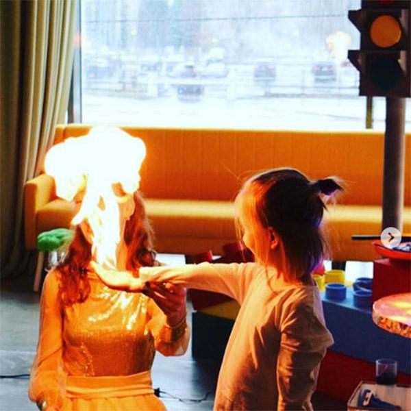 Огненное шоу произвело на малышей огромное впечатление