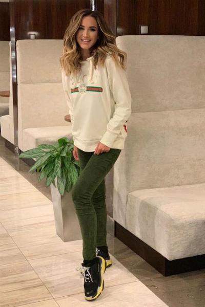 Ольга в кроссовках модной марки Balenciaga