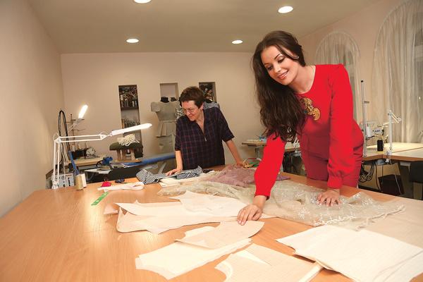 Звезда создала собственный бренд одежды в 2014 году. С тех пор она выпустила семь коллекций
