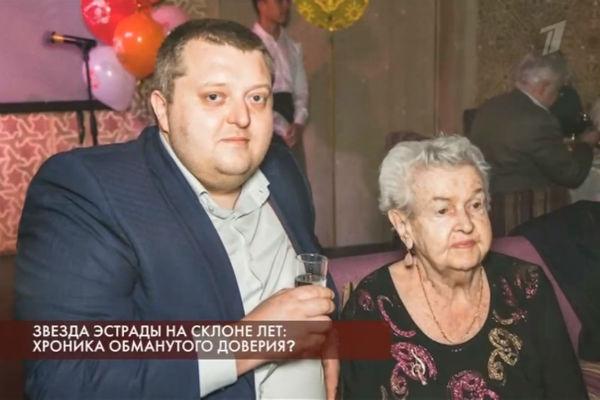 Виктор повсюду сопровождает Людмила Алексеевну