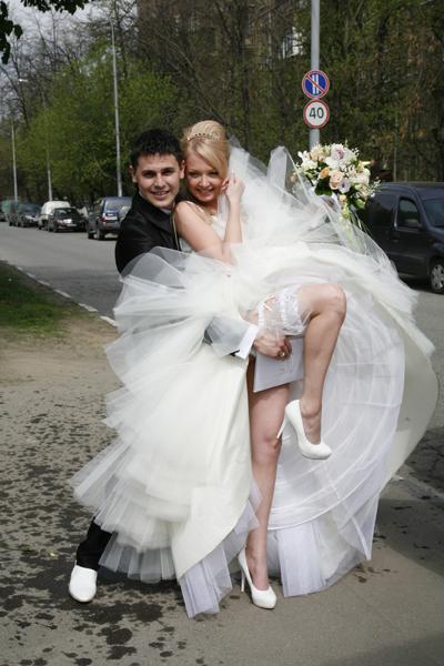 Сначала Даша и Сергей сыграли свадьбу, а спустя три года обвенчались. 5 мая 2010 года
