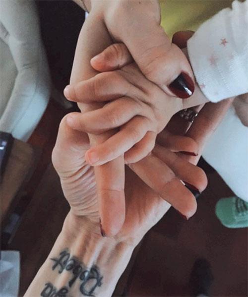 Звездные супруги поделились трогательным фото в день рождения дочки