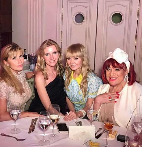 Валерия с подругами