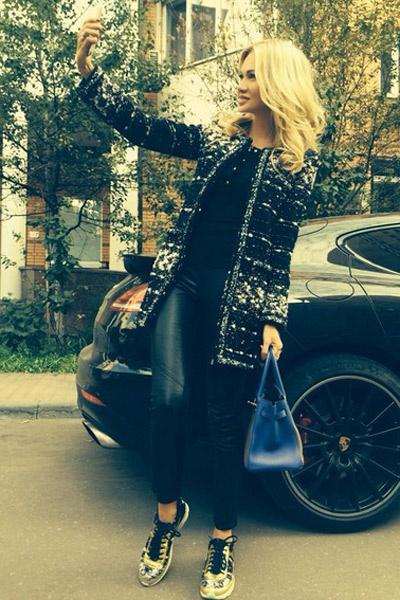 Первое селфи Виктории Лопыревой на новый смартфон