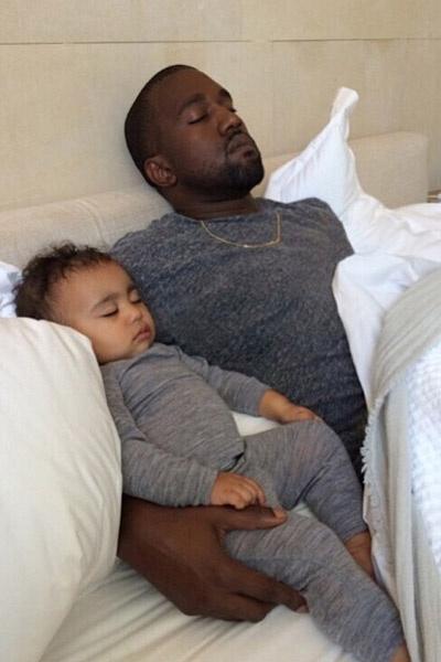 """""""Самый счастливый День отца"""" - призналась Ким своим подписчикам"""