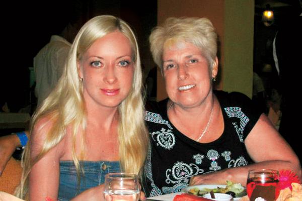 На отдых к Красному морю Катя полетела вместе с мамой Ириной