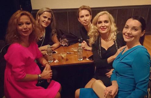 Елена Захарова и Мария Порошина на вечеринке бывших студентов Щукинского училища