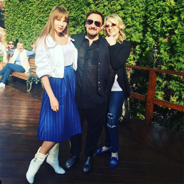 «Как же все круто придумал наш друг», - написала Полина Диброва под совместным снимком со Стасом Михайловым и его очаровательной супругой Инной