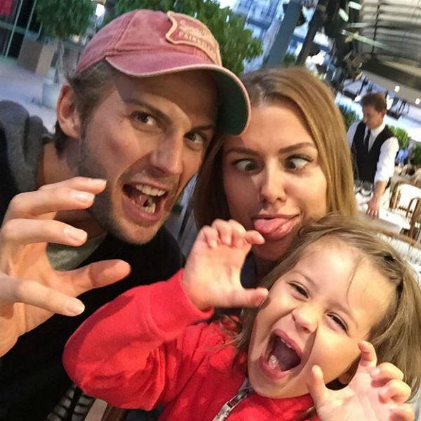 Звезда с гражданским мужем и дочерью