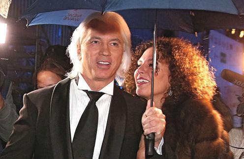 На «Новой волне» в Сочи, куда Хворостовский с женой прилетели буквально на один день, все отметили, что певец выглядит хорошо