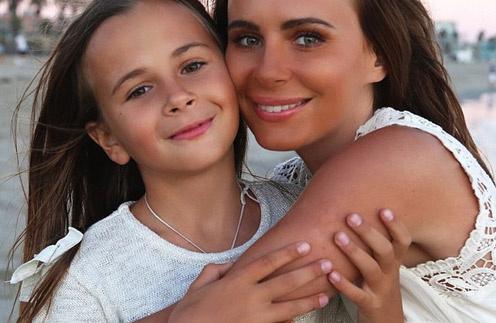 Саша Зверева с Василисой. Мама всегда готова поддержать дочку