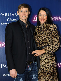 Роман Павлюченко с женой Ларисой