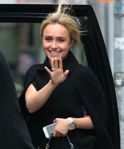 Еще одно фото, на котором актриса демонстрирует ювелирное украшение