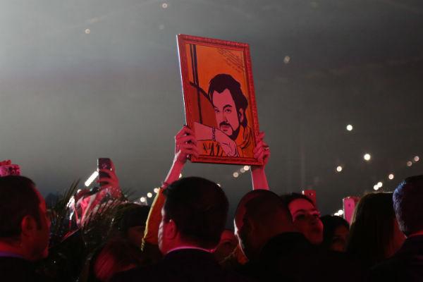 Концертный зал стоя провожал артиста бурными аплодисментами