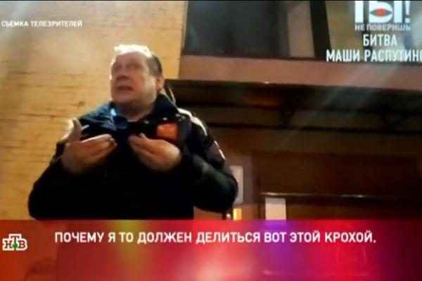 Алексей занимается продажей музыкальной аппаратуры