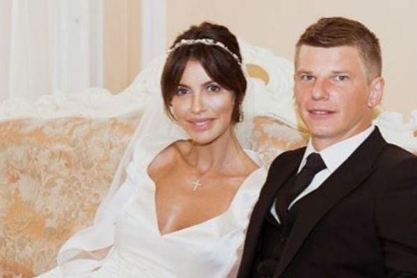 Аршавин старается защитить свою супругу от нападок со стороны общественности