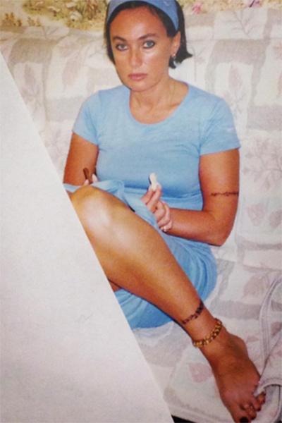 «Дочка нашла альбом», - объяснила появление архивных фото в микроблоге Лариса Гузеева