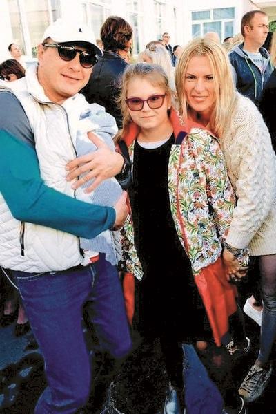 Марат с сыном Марселем, дочкой Амели и бывшей гражданской женой Елизаветой Круцко