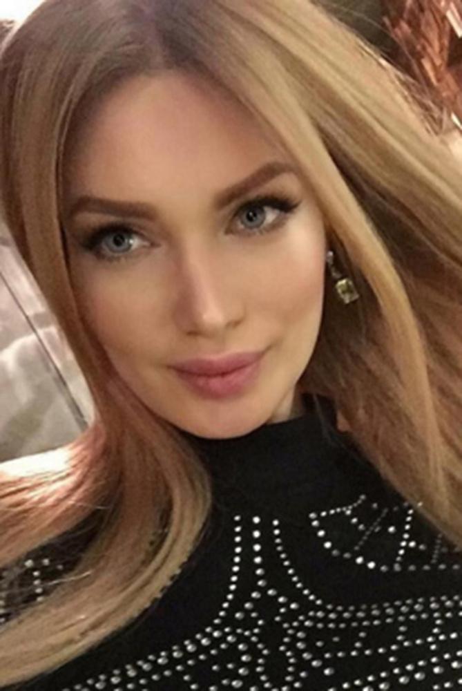 Блондинка с нарощенными волосами на кастинге порно