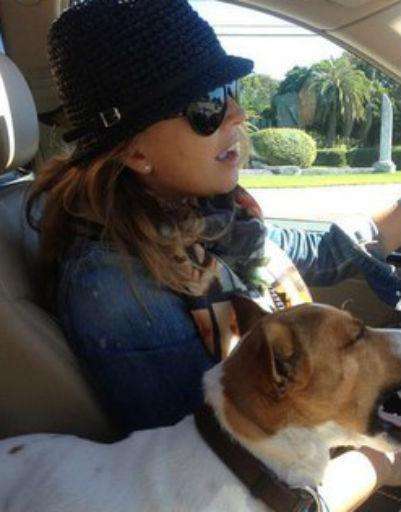 Жанна очень любила водить машину и всю беременность сама была за рулем