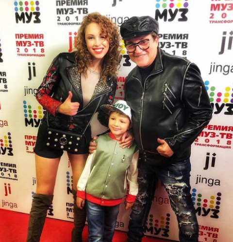Дмитрий Дибров с женой Полиной и сыном Сашей