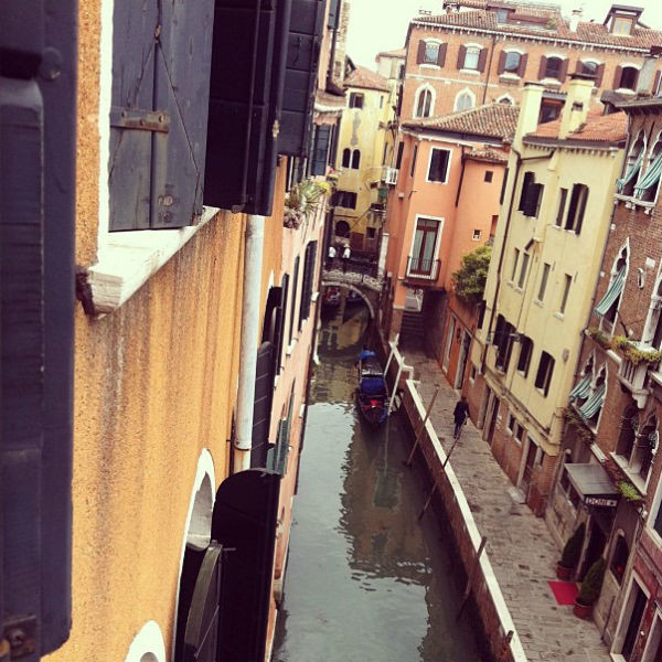 Максим Виторган наслаждается городскими пейзажами Венеции