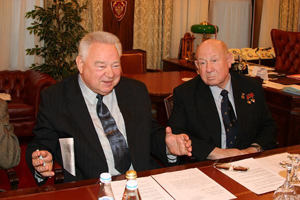 Легендарные космонавты Георгий Гречко (на фото слева) и Алексей Леонов