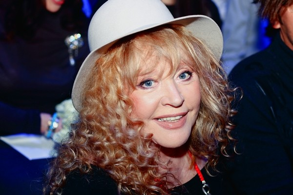 Алла Борисовна чуть не погибла под колесами автобуса