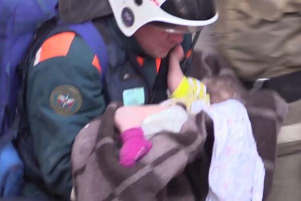 Спасенный из-под завалов Ваня Фокин