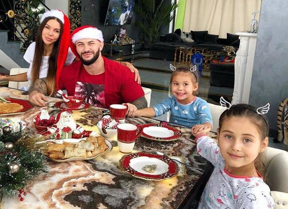 Праздничный завтрак семьи рэпера Джигана в новом доме