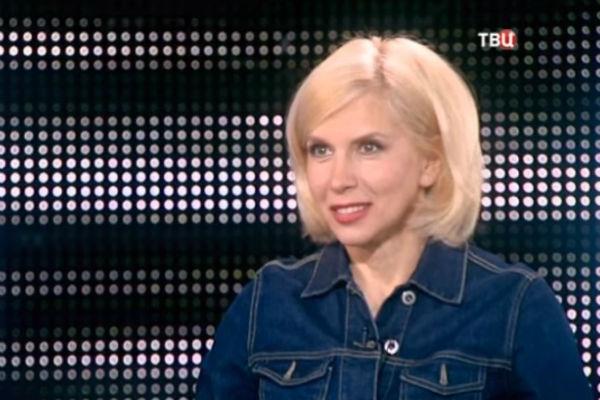 Алена Свиридова в первых раз вышла замуж в 18 лет