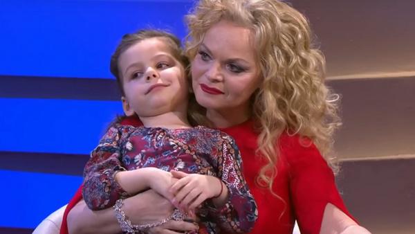 Лариса Долина с внучкой Александрой