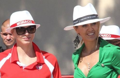 Княгиня Шарлен и Виктория Боня на соревнованиях по петанку